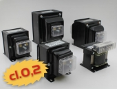 High accuraccy voltage transformers